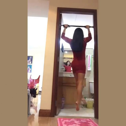 """Clip U50 mặc váy ngắn bó sát nhảy sexy gây """"bão"""" mạng - 4"""
