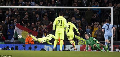 Man City lại thua Barca: Lúa vẫn còn non - 2