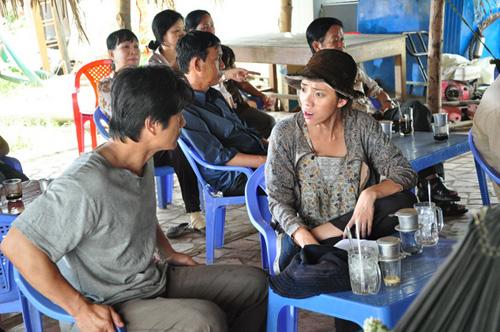 """""""Trúng số"""" phòng vé, Dustin Nguyễn đến thăm người nghèo - 1"""