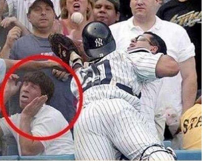 """Những hình ảnh """"không đỡ nổi"""" trong thể thao - 10"""
