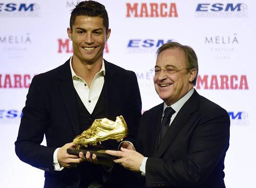 """Chiếc giày vàng: Messi có nguy cơ bị CR7 cho """"hít khói"""" - 1"""