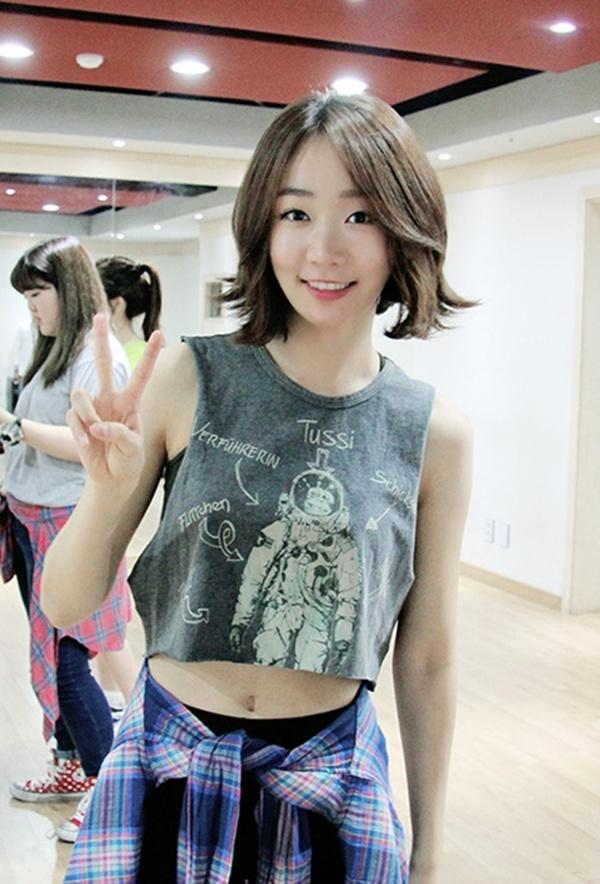 Nữ ca sĩ 23 tuổi xứ Hàn nhảy lầu tự sát - 1