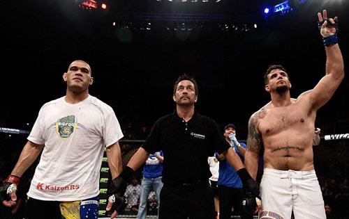 UFC: 4 năm toàn thua bỗng thắng K.O hoành tráng - 3