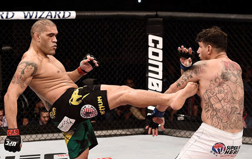 UFC: 4 năm toàn thua bỗng thắng K.O hoành tráng - 1