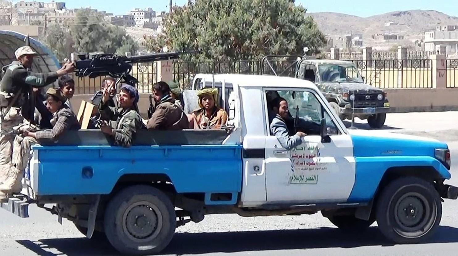 Chiến binh vũ trang chiếm trại đặc nhiệm Mỹ ở Yemen - 1