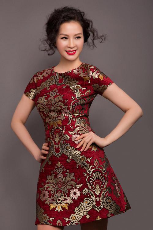 MC Thanh Mai trẻ trung, quyến rũ với váy ngắn - 3
