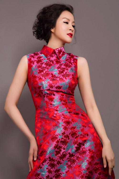 MC Thanh Mai trẻ trung, quyến rũ với váy ngắn - 4