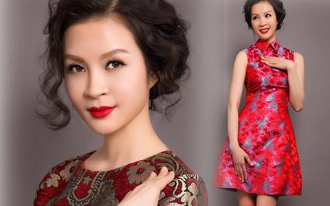 MC Thanh Mai trẻ trung, quyến rũ với váy ngắn
