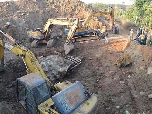 Đắk Nông: Tạm giữ hòn đá quý giá hàng tỉ đồng - 1