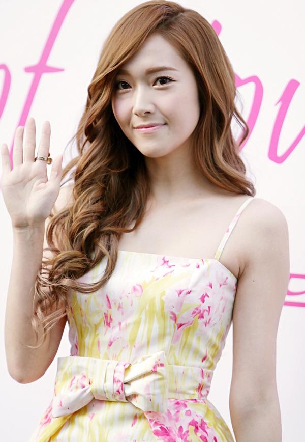 SNSD sẽ đối đầu với cựu thành viên Jessica? - 3
