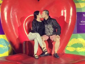 Hải Anh hôn vợ say đắm tại Úc