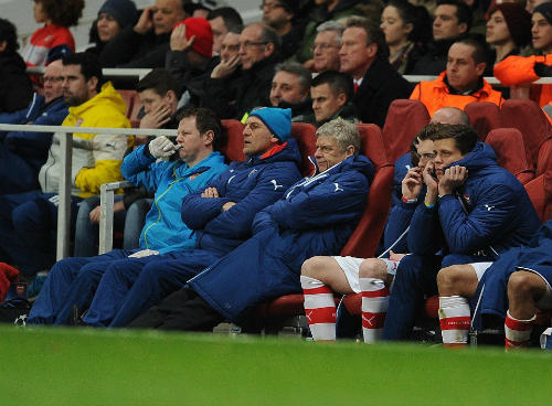 """Thua sốc, Wenger cho rằng hàng thủ Arsenal đã """"tự sát"""" - 2"""