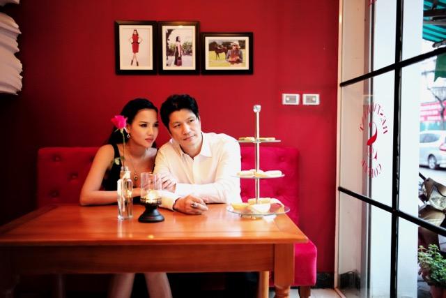 Dustin Nguyễn tình tứ với vợ siêu mẫu trong quán cafe - 2