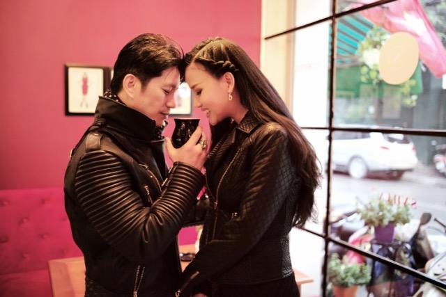 Dustin Nguyễn tình tứ với vợ siêu mẫu trong quán cafe - 7
