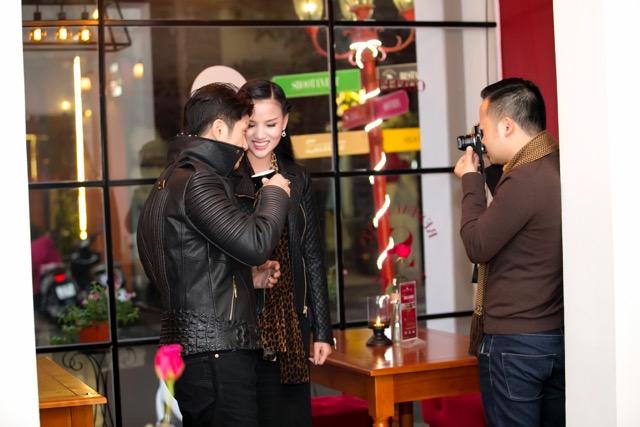 Dustin Nguyễn tình tứ với vợ siêu mẫu trong quán cafe - 8