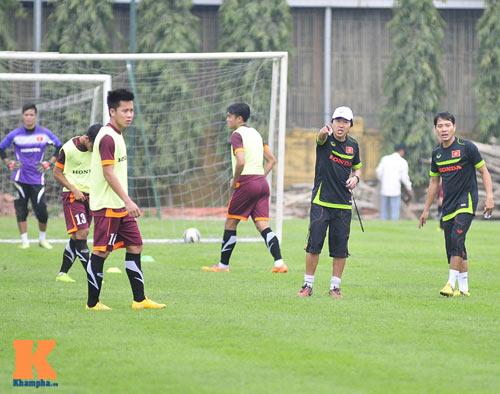 Thứ trưởng tới lì xì, ĐT U23 Việt Nam được nghỉ sớm - 6