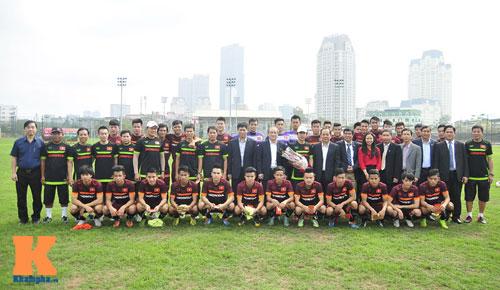 Thứ trưởng tới lì xì, ĐT U23 Việt Nam được nghỉ sớm - 13