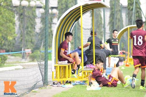 Thứ trưởng tới lì xì, ĐT U23 Việt Nam được nghỉ sớm - 7