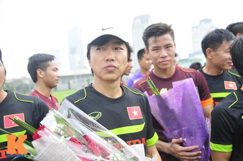 Thứ trưởng tới lì xì, ĐT U23 Việt Nam được nghỉ sớm - 9
