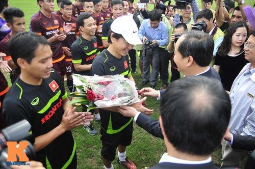 Thứ trưởng tới lì xì, ĐT U23 Việt Nam được nghỉ sớm - 8