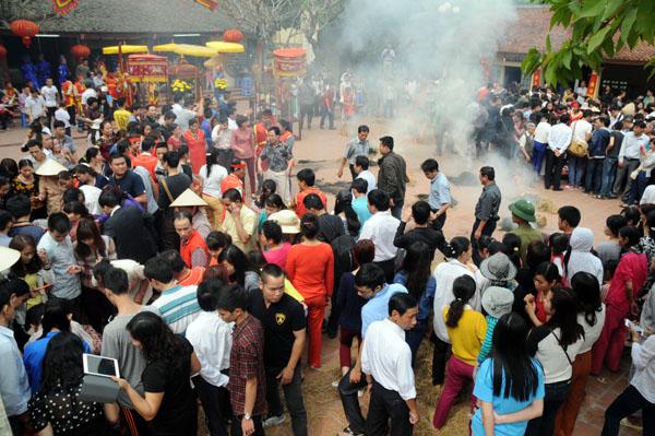 Mướt mồ hôi kéo lửa thi nấu cơm làng Thị Cấm - 1