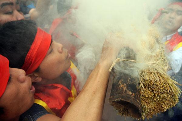 Mướt mồ hôi kéo lửa thi nấu cơm làng Thị Cấm - 4