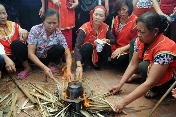 Mướt mồ hôi kéo lửa thi nấu cơm làng Thị Cấm - 8