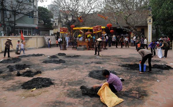 Mướt mồ hôi kéo lửa thi nấu cơm làng Thị Cấm - 17