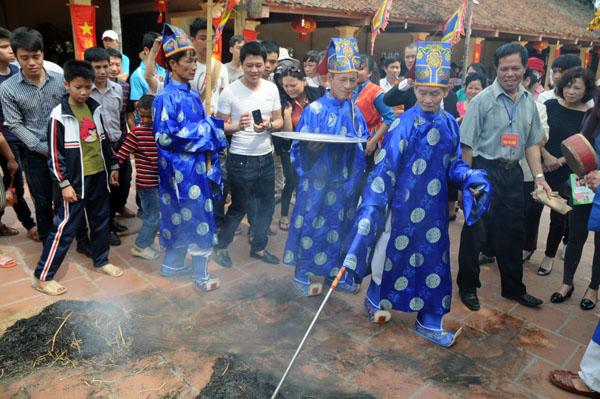 Mướt mồ hôi kéo lửa thi nấu cơm làng Thị Cấm - 13