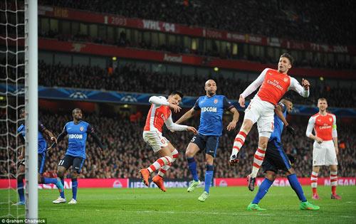 Arsenal thảm bại tại Emirates: Đòn đau nhớ đời! - 1
