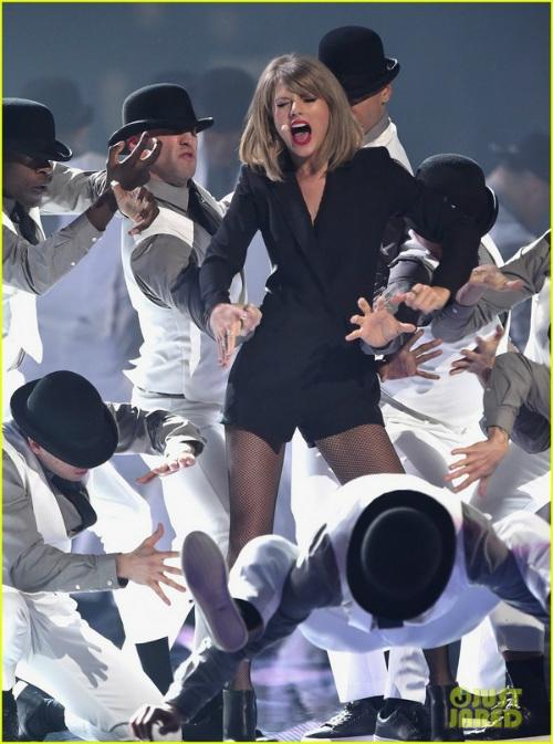 """""""Họa mi nước Anh"""" thổ lộ ước mơ sau thắng đậm Brit Awards - 5"""