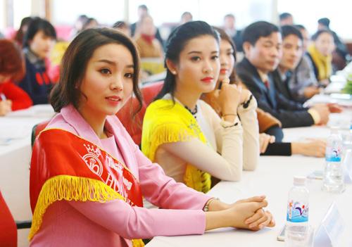 """1001 kiểu trang phục """"mua thêm tuổi"""" của mỹ nữ Việt - 6"""