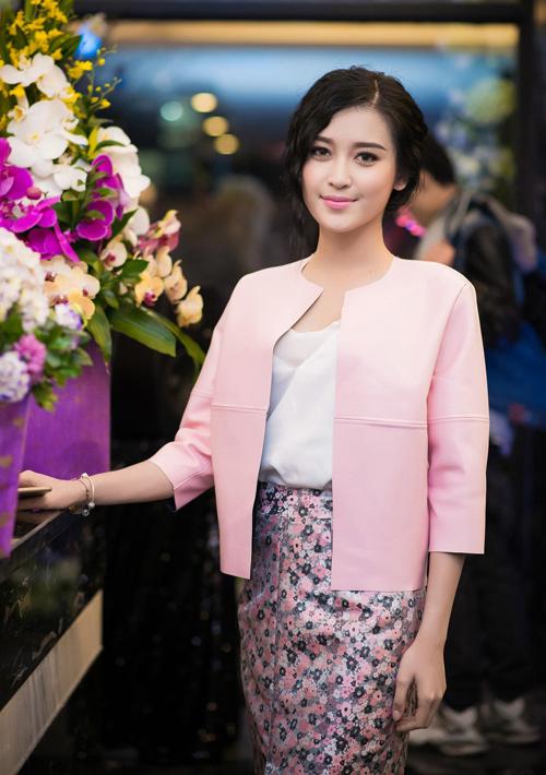 """1001 kiểu trang phục """"mua thêm tuổi"""" của mỹ nữ Việt - 10"""