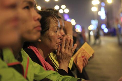 HN: Hàng nghìn người ngồi kín lòng đường dâng sao giải hạn - 2