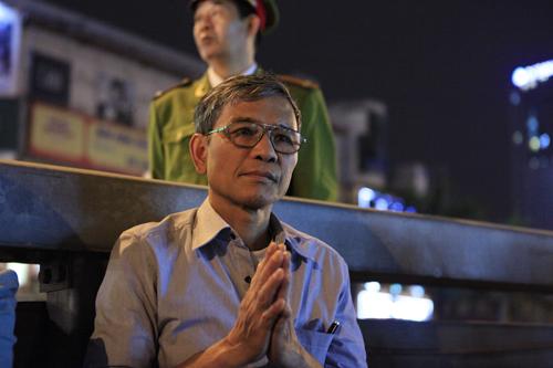 HN: Hàng nghìn người ngồi kín lòng đường dâng sao giải hạn - 8