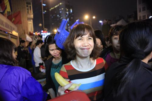HN: Hàng nghìn người ngồi kín lòng đường dâng sao giải hạn - 15