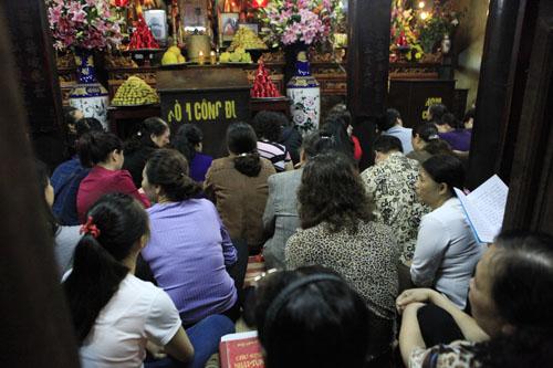 HN: Hàng nghìn người ngồi kín lòng đường dâng sao giải hạn - 14