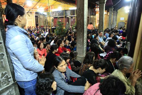 HN: Hàng nghìn người ngồi kín lòng đường dâng sao giải hạn - 13