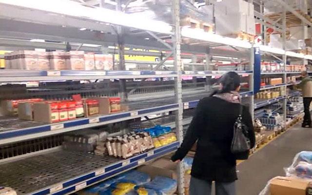 """Dân Ukraine cuống cuồng đối phó với """"ngày đen tối"""" - 1"""
