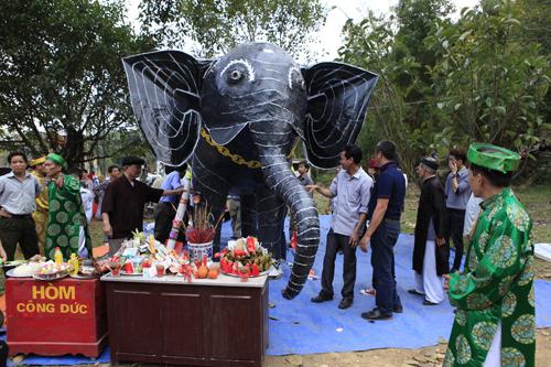 """Độc đáo lễ hóa voi, ngựa """"khủng"""" tại hội Đền Gióng - 4"""