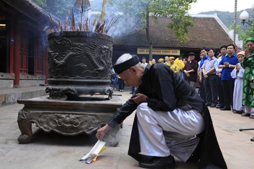 """Độc đáo lễ hóa voi, ngựa """"khủng"""" tại hội Đền Gióng - 3"""