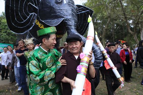 """Độc đáo lễ hóa voi, ngựa """"khủng"""" tại hội Đền Gióng - 5"""