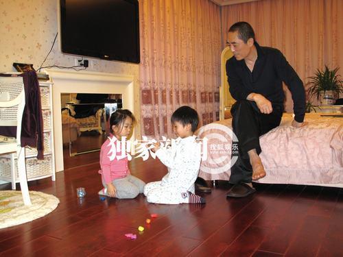 """Trương Nghệ Mưu lần đầu khoe ảnh """"vợ hai"""" cùng 3 con - 3"""