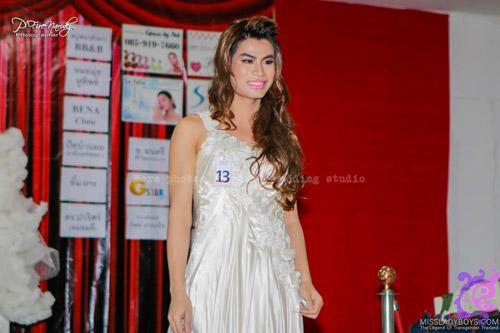 Hoa hậu chuyển giới bị chê vì hàm răng ố vàng - 5