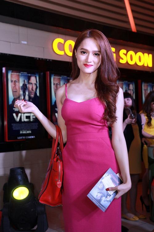 Hương Giang Idol gợi cảm đi xem phim - 3
