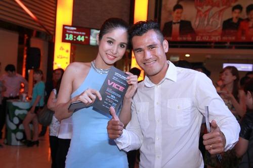 Hương Giang Idol gợi cảm đi xem phim - 5