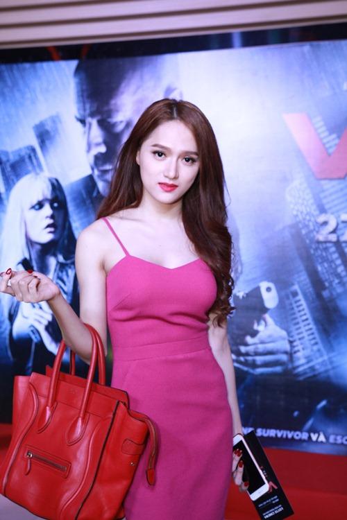 Hương Giang Idol gợi cảm đi xem phim - 1