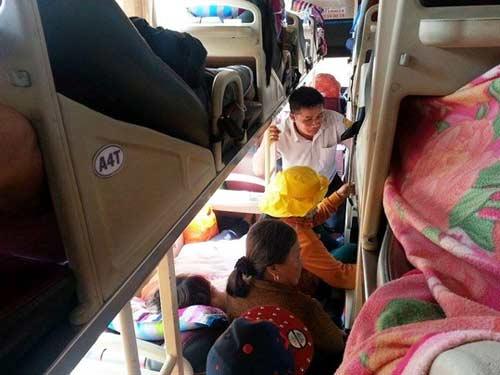 Bị nhồi nhét, bơ phờ trên chuyến xe đò vào Sài Gòn - 4