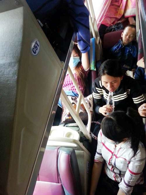 Bị nhồi nhét, bơ phờ trên chuyến xe đò vào Sài Gòn - 3