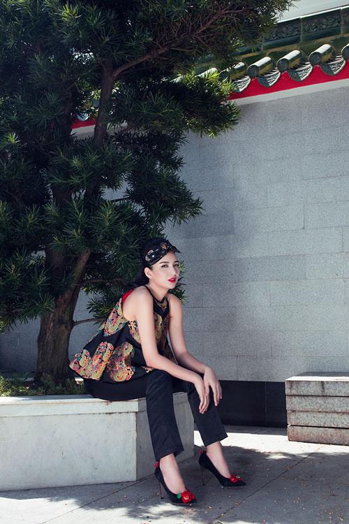 Hoa hậu Ngọc Diễm khoe vai thon với áo yếm cách tân - 2
